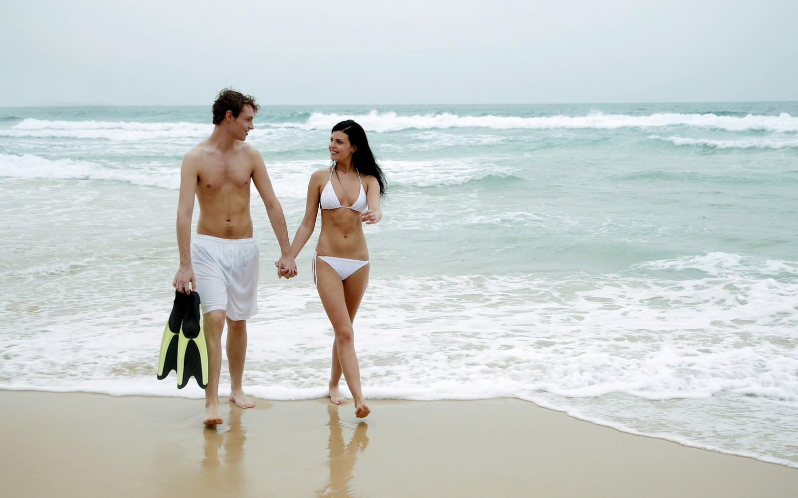 Негры на нудийском пляже трахают телок