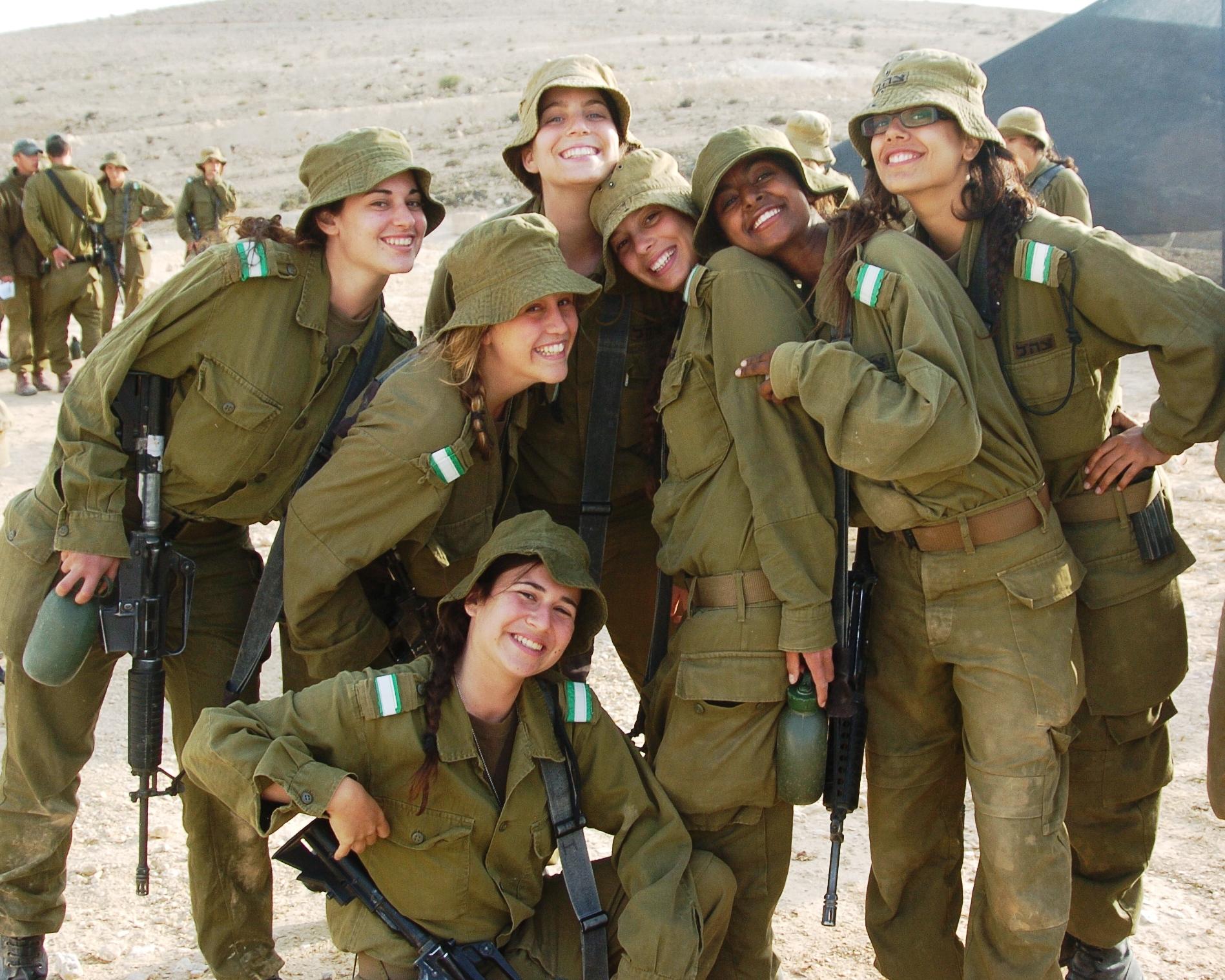 army-recruitment-video-girls-nude-girls-walking-castle