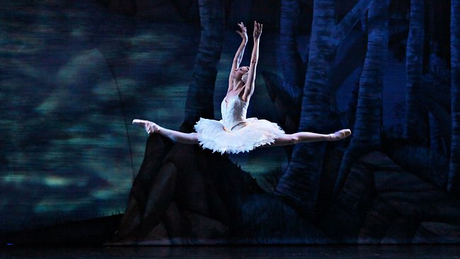 """swan lake muslim single men Dancing around the """"swan lake"""" pas de deux, mclaren and glover move nothing like the ballet characters still, their love for each other and for the art becomes absurdly, touchingly vivid."""